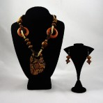 Chunky wooden necklace and earrings