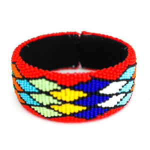 Thick beaded bracelet with chevron design